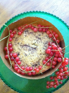 banana cake with currants